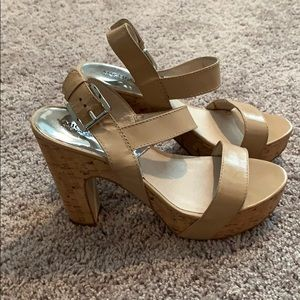 Michaels Kors  taupe cork heels size 10